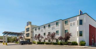 锡达城6号汽车旅馆 - 雪松城 - 建筑