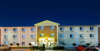 普莱诺-达拉斯地区速8酒店 - 普莱诺 - 建筑