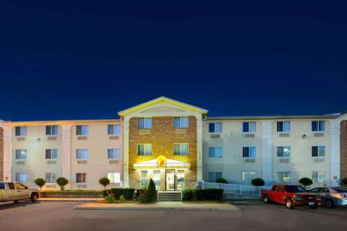 温德姆普莱诺/达拉斯地区速8酒店 - 普莱诺 - 建筑