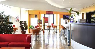 蒙特维多兰布拉宜必思酒店 - 蒙得维的亚 - 大厅