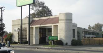 贝克斯菲尔德旅馆&套房酒店 - 贝克斯菲尔德 - 建筑