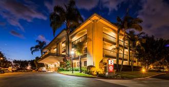 最佳西方Plus橘镇机场北酒店 - 圣安娜 - 建筑