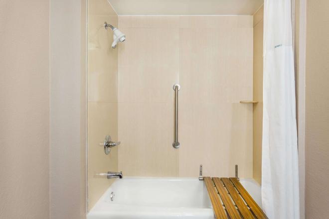 土斯卡鲁沙华美达酒店 - 塔斯卡卢萨 - 浴室