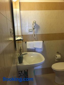 中央欧洲酒店 - 卡塔尼亚 - 浴室