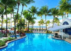 佛得岛海滩万豪万怡度假酒店 - 卡罗莱纳 - 游泳池