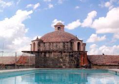 历史豪华贝利尼酒店 - 圣多明各 - 游泳池