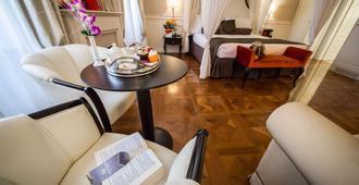 维多利亚文化酒店 - 的里雅斯特 - 睡房