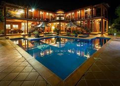 陀别墅 - 贡布 - 游泳池