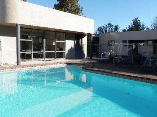 达勒姆汽车旅馆 - 陶朗阿 - 游泳池