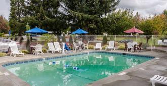 西雅图6号海汽车旅馆-塔科马国际机场南店 - 锡塔克 - 游泳池