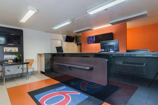 西雅图6号海汽车旅馆-塔科马国际机场南店 - 锡塔克 - 柜台