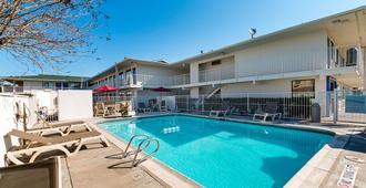 6号汽车旅馆-麦卡伦 - 麦卡伦 - 游泳池