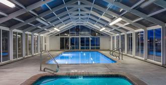 维尔纳尔温德姆戴斯酒店 - 弗纳尔 - 游泳池