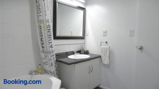 卢加诺汽车旅馆 - 布伦海姆 - 浴室