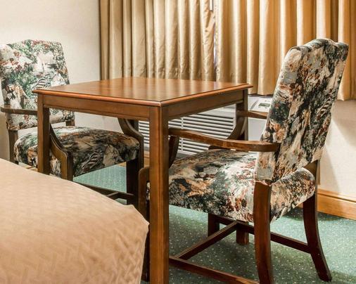 麦基诺城品质酒店及套房 - 麦基诺城 - 餐厅