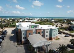 阿兰萨斯港海滩区智选假日套房酒店 - 阿兰瑟斯港 - 建筑