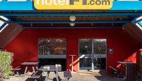 亚维侬市中心克丁 TGV 车站 F1 酒店(翻新) - 阿维尼翁 - 建筑