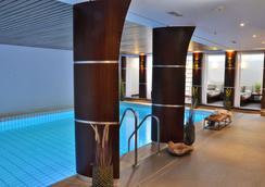 艾格思汉堡酒店 - 汉堡 - 游泳池