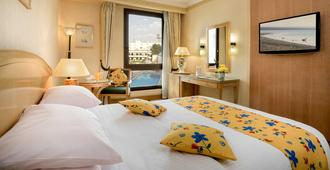 开罗海峡酒店&俱乐部 - 开罗 - 睡房