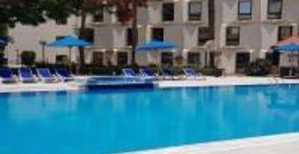 开罗海峡酒店&俱乐部 - 开罗 - 游泳池