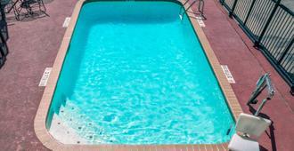 圣安东尼奥35号州际公路北戴斯酒店 - 圣安东尼奥 - 游泳池