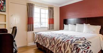 蒙特利红屋顶套房汽车旅馆 - 蒙特雷 - 睡房
