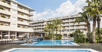 奥纳夫拉瓦 Spa 阿夸酒店 - 圣苏珊娜 - 游泳池