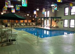 殖民旅馆 - 布兰登 - 游泳池