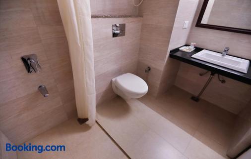 毗湿奴宫酒店 - 穆索里 - 浴室
