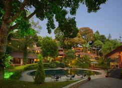 小豆蔻镇度假村 - 帖卡迪 - 游泳池