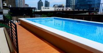 察特豪斯旅馆 - 马尼拉 - 游泳池
