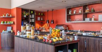 贝斯特韦斯特顶级马斯克酒店 - 拉罗谢尔 - 自助餐
