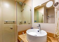 安眠酒店-库利亚坎 - 庫利亞坎 - 浴室
