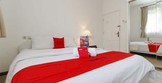 腾德恩红门优质酒店 - 雅加达 - 睡房