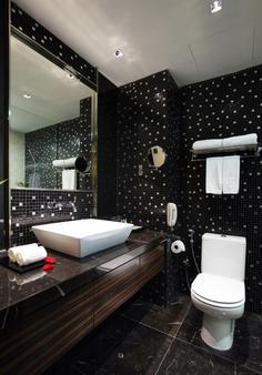 豪丽胜酒店 - 亚庇 - 浴室