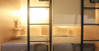 泗水古彭站利维旅馆 - 泗水 - 睡房