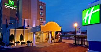 拉瓜迪亚机场智选假日酒店 - 皇后区