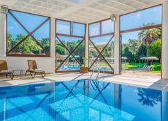 维里亚高尔夫钻石度假村 - 阿尔曼萨 - 游泳池