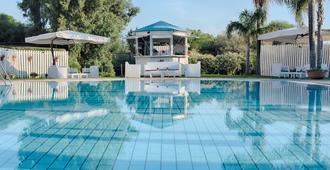 Nh卡塔尼亚阿拉贡公园酒店 - 卡塔尼亚 - 游泳池