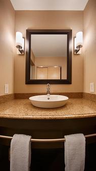 西佳plus阿特里亚机场套房酒店 - 平原镇 - 浴室