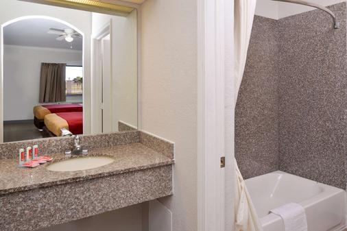伊克诺套房宾馆 - Port Arthur - 浴室