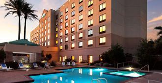 菲尼克斯机场雷迪森酒店 - 凤凰城 - 游泳池