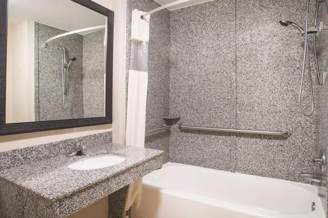 金斯兰金斯湾温德姆拉昆塔套房酒店 - 金斯兰 - 浴室