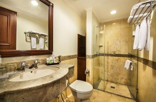 万隆阿里翁瑞士贝尔酒店 - 万隆 - 浴室