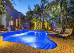 翠鸟旅馆 - 伊丽莎白港 - 游泳池
