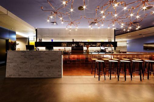 布里斯班佛特谷阿尔法马赛克酒店 - 布里斯班 - 酒吧