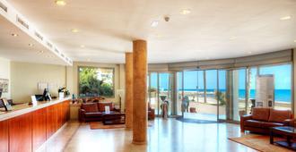 锡切斯桑威海滩高尔夫及Spa酒店 - 锡切斯 - 大厅