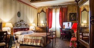 阿托斯卡纳酒店 - 卢卡 - 睡房