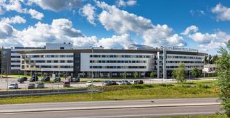 加勒穆恩机场品质酒店 - 耶斯海姆
