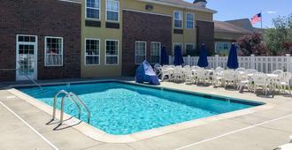 米斯蒂克品质酒店 - 米斯蒂克 - 游泳池